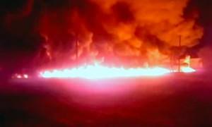 Поток горящего топлива хлынул из нефтепровода на улицы саратовского села