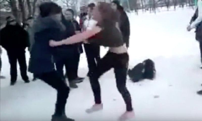 Школьницы Ставрополья устроили жестокую драку под хохот одноклассников