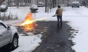 Опубликовано видео уборки американцем снега с помощью огнемета