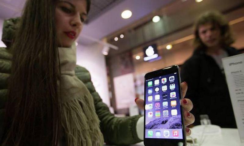 В Apple начали бесплатно менять аккумуляторы iPhone