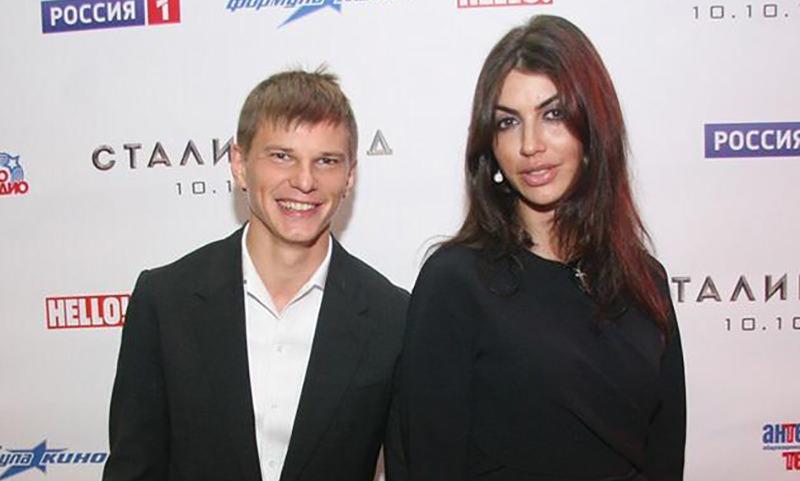 Жена Аршавина оправдалась за скандал в аэропорту