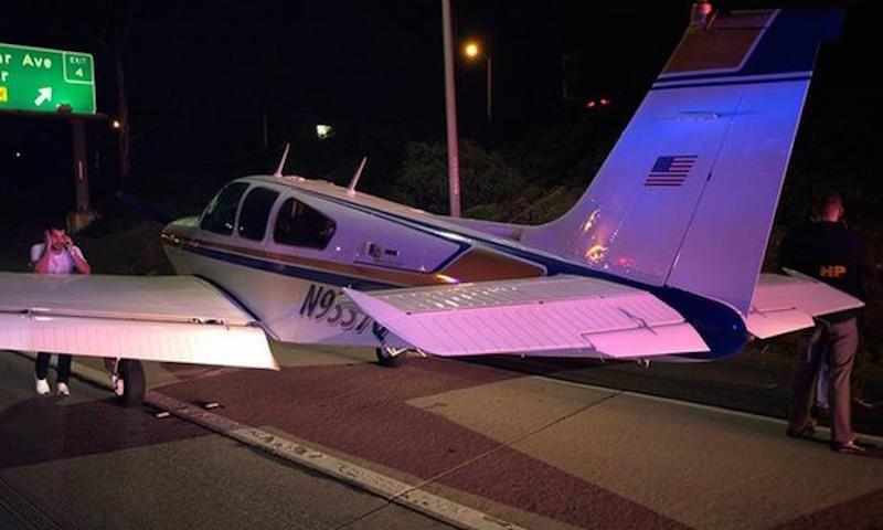 Самолет вынужденно сел на оживленное шоссе в Калифорнии