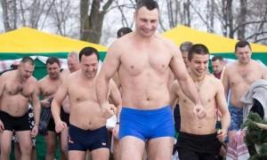 Кличко пообещал оставить нерадивых чиновников в ледяной воде «до посинения»