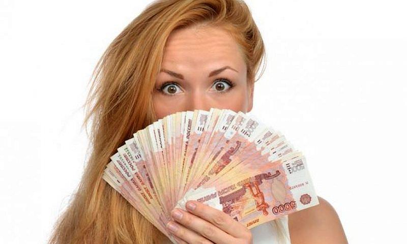 Стало известно, какие купюры в России подделывают чаще всего