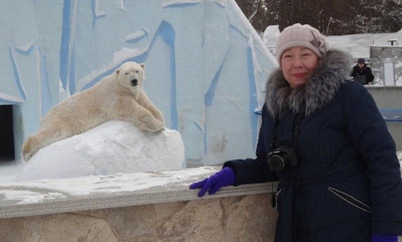 Пенсионерка из Новосибирска прославилась трогательными видео из зоопарка