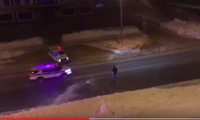 Снегокопы расстреляли снежками угнанную машину на Сахалине