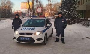 В Томской области полицейские спасли замерзавшую в машине семью