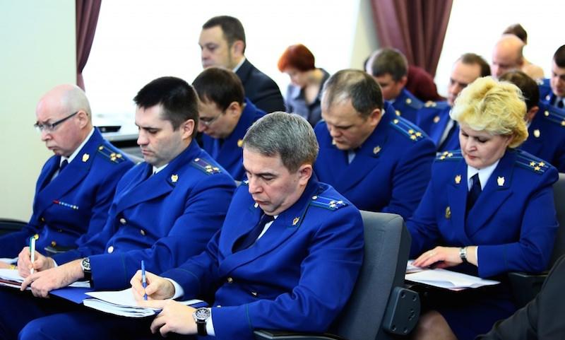 Путин повысил пенсии прокурорам и следователям на 7 тысяч рублей