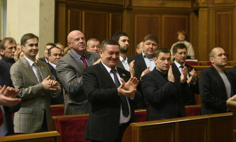 Верховная рада под аплодисменты признала Россию агрессором и оккупантом