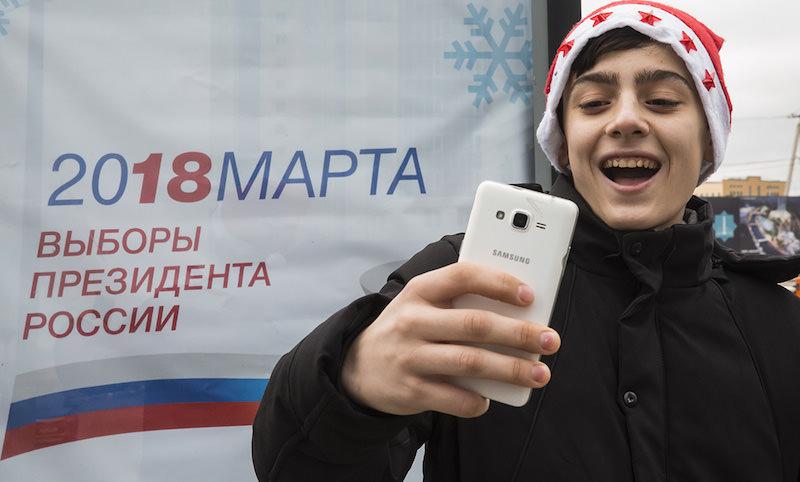 Кремль решил заманить россиян на выборы играми и селфи
