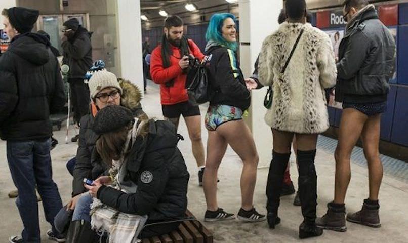 «Вметро без штанов»: вмире прошел традиционный флешмоб