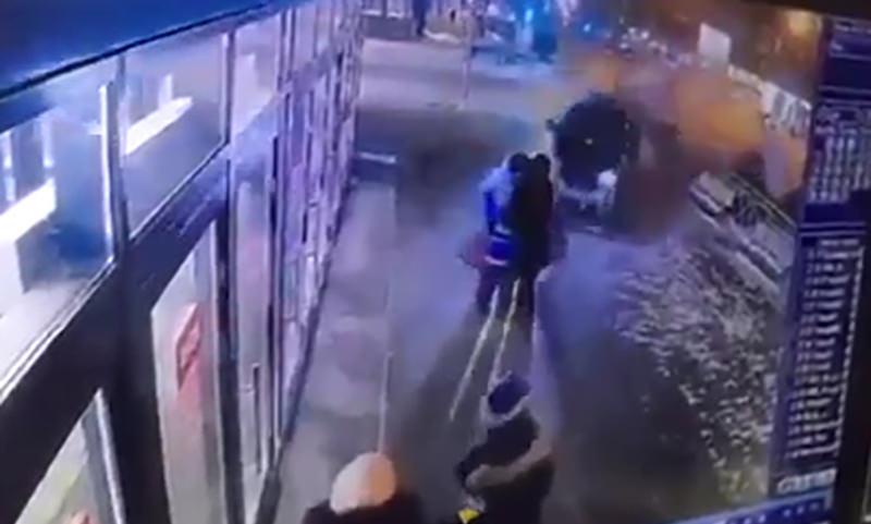 Две женщины и ребенок чудом спаслись от лихача в Новосибирске