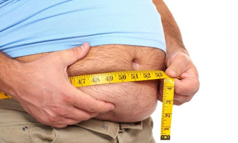 Ученые из Канады назвали причину, почему люди набирают вес зимой