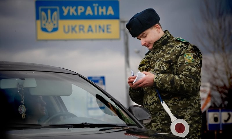 В первый день года на Украину въехало почти две тысячи россиян