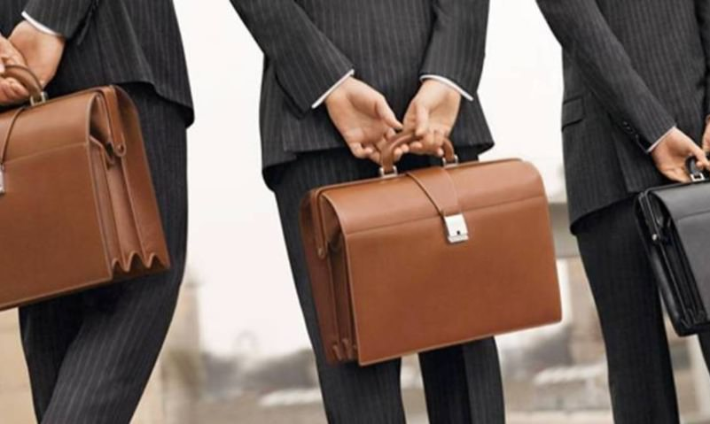 Профессия чиновника вошла в тройку самых престижных в России