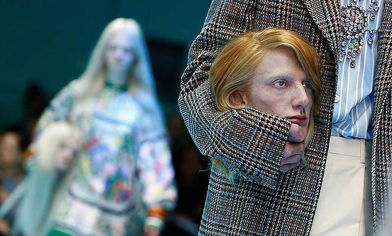 Модели пронесли собственные головы на показе Gucci