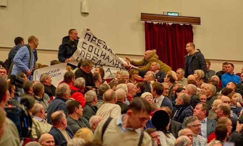 Нацболы устроили драку на встрече Грудинина с избирателями