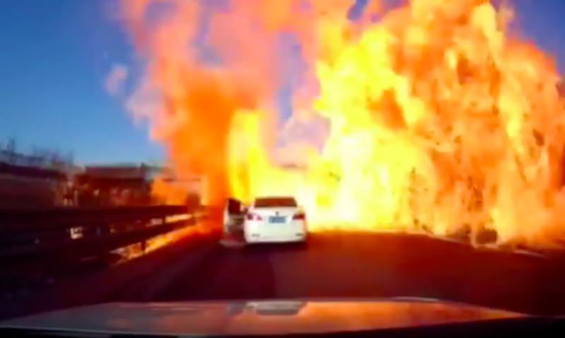 Взрыв грузовика в Китае превратил шоссе в пылающий ад