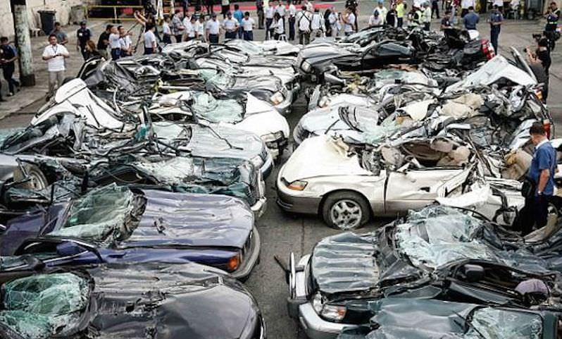 Крутой президент Филиппин уничтожил люксовые авто, чтобы не достались чиновникам