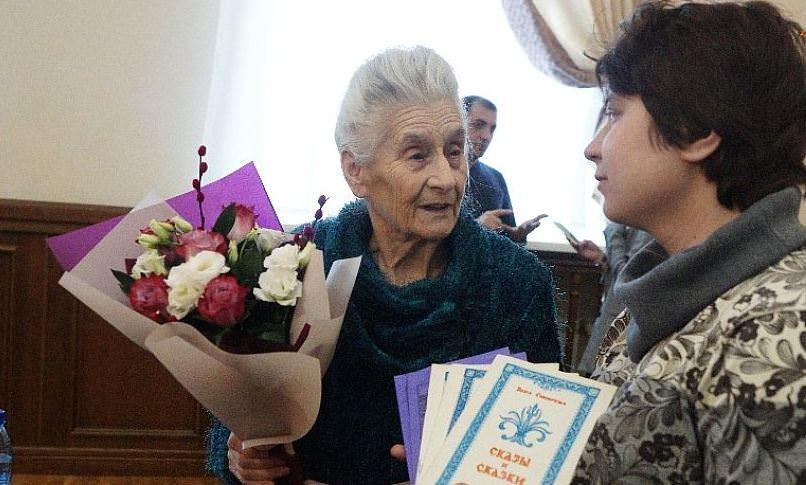 500 тыс. руб. собрали бабушке, продающей сказки ради внучки