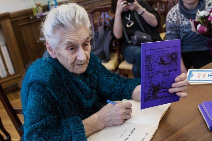 Сказки бабушки, продающей книжки на морозе ради внучки, хочет купить итальянское издательство