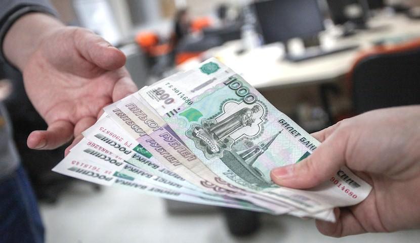 От россиян потребовали вернуть все деньги, снятые перед банкротством банков