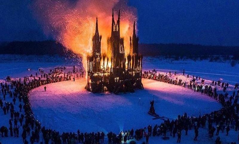 ВРПЦ возмутились сожжением католического храма из ветвей наМасленицу