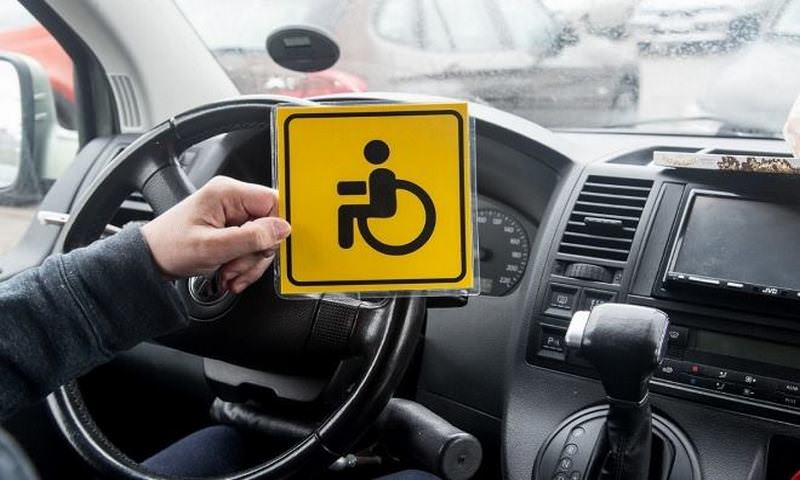 Инвалидов на шикарных иномарках могут оставить без льгот