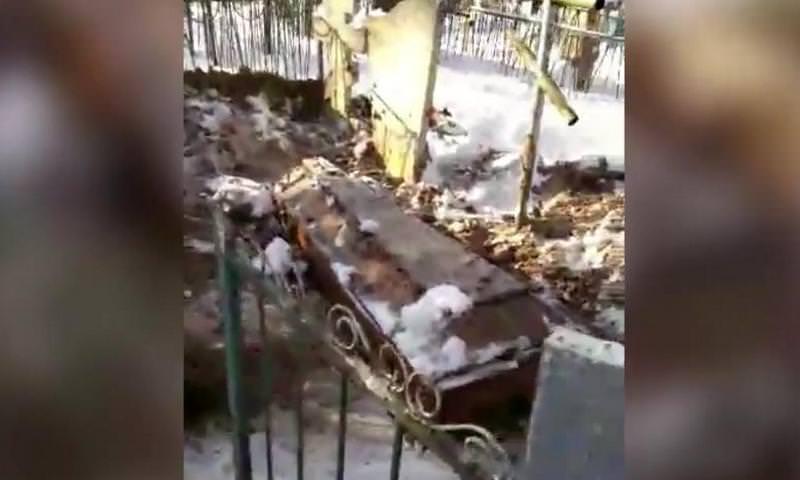 Директор ритуального агентства под Калугой выкопал гроб с покойником, как обещал