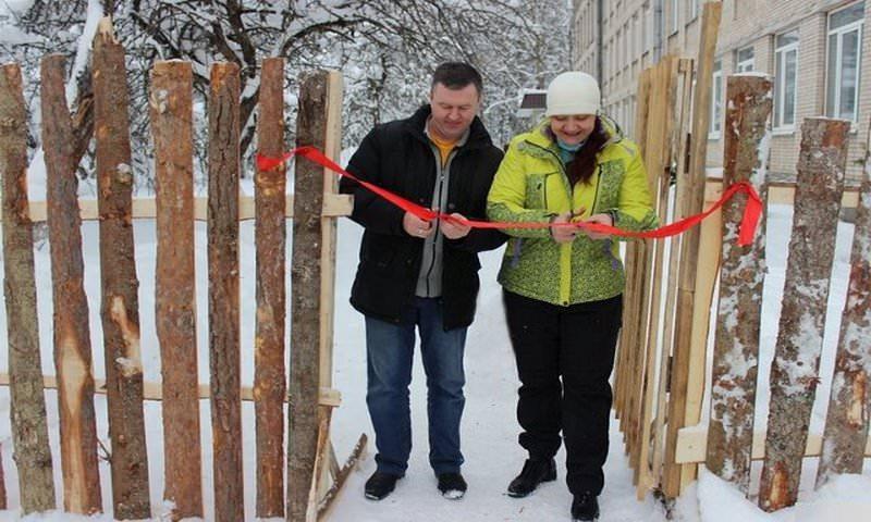 В Псковской области торжественно открыли забор из горбыля, который строили шесть лет