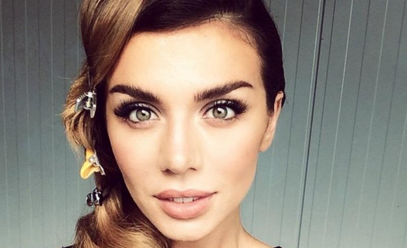 «Альбом - отстой»: Анна Седокова впала в отчаяние из-за критики
