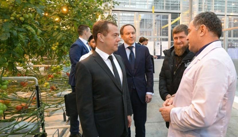 Кадыров показал Медведеву свои помидоры