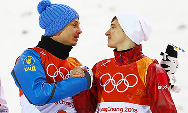 Спорт победил политику: русский и украинец обнимаются на пьедестале