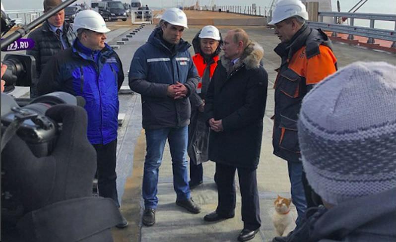 Кот Мостик вместе с Путиным проинспектировал Крымский мост