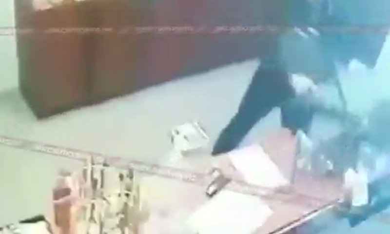 Продавщица церковной лавки отбилась от вора