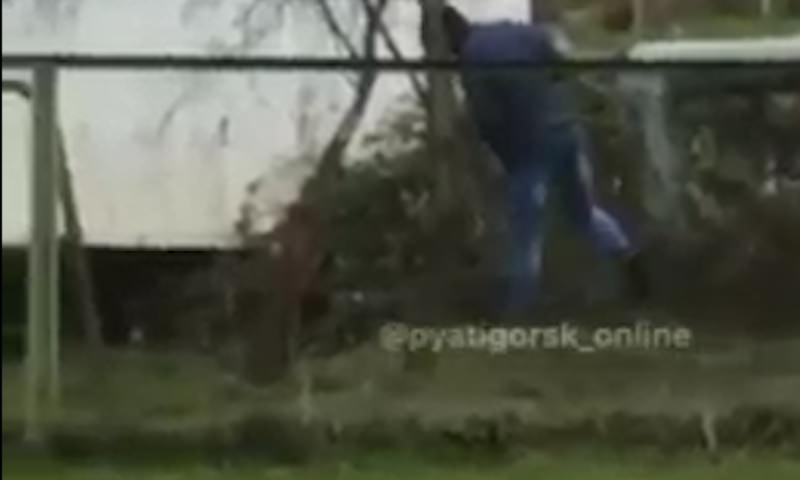 В Пятигорске парень искал закладки с наркотиками у детского сада