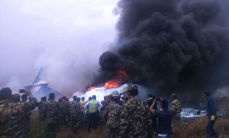 Есть выжившие! Пассажирский лайнер разбился в Катманду