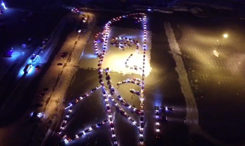 Гигантский портрет Путина составили автолюбители в Хабаровске