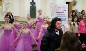 Цискаридзе пришел на выборы в окружении юных балерин