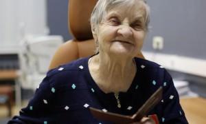 Врачи вернули зрение 90-летнему ветерану, чтобы она смогла увидеть правнучку