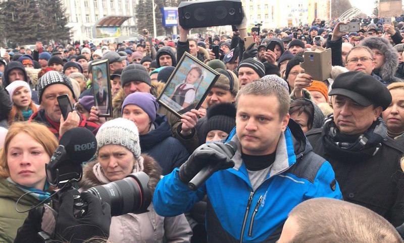 Тысячи людей требуют отставки Амана Тулеева в Кемерове
