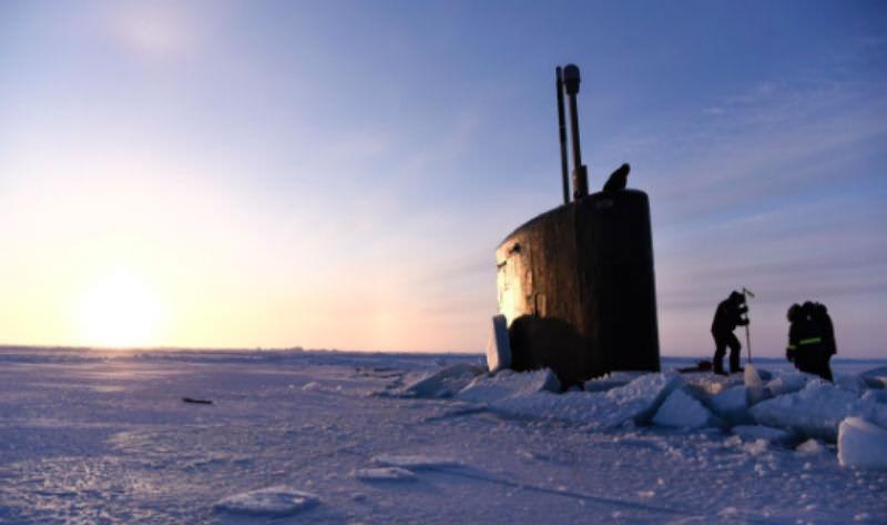 Гордость США застряла во льдах и не смогла пострелять по