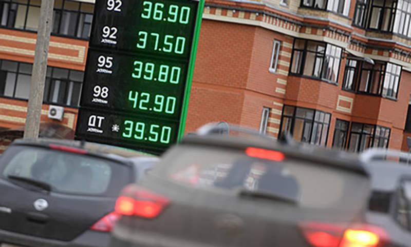 Бензин может подорожать на 5 руб за литр