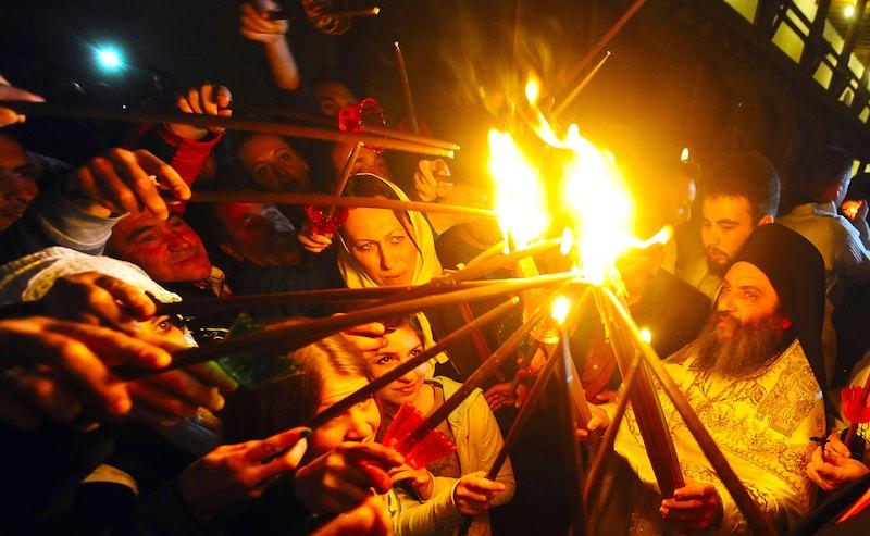 Чуда нет: армянский священник раскрыл тайну, кто зажигает благодатный огонь
