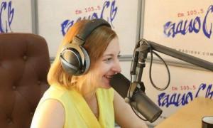 Радиоведущая назвала 74 процента россиян приматами