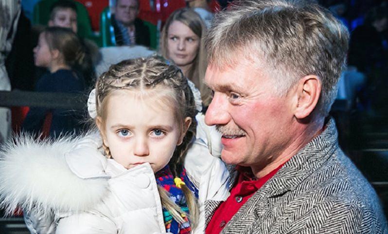Навка разместила трогательное видео танцующего Пескова с дочкой