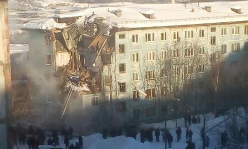 Три этажа обрушились в результате взрыва газа в Мурманске
