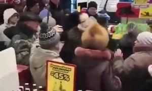Краснодарцы устроили драку из-за бесплатных игрушек в супермаркете