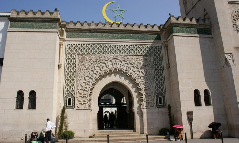 Во Франции приняли программу по передаче мусульманам католических храмов