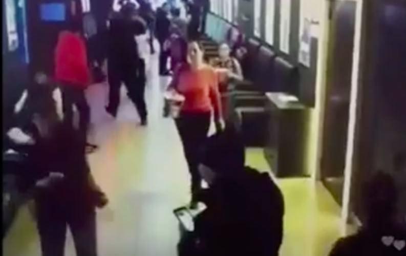 Потерявший семью Востриков добыл видео первых секунд эвакуации из кинозалов